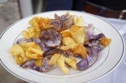 als appetizer: erdäpfel-chips von diversen raritäten-sorten