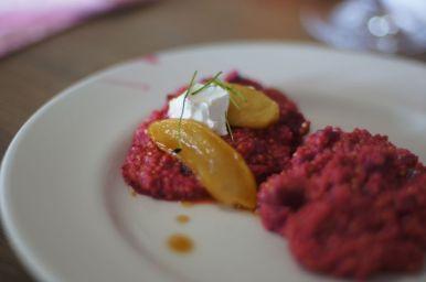hirse-risotto mit karamellisierten apfelspalten